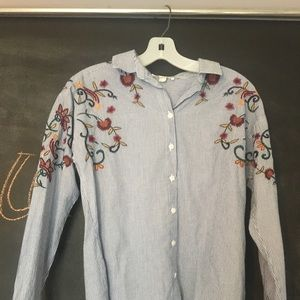 Floral embroidered button up